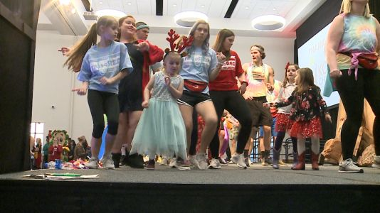 1,000 students dance all night to raise money for childhood cancer treatment