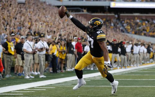 Broncos pick Iowa tight end Noah Fant 20th overall