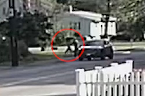 Badass female jogger fights off man trying to kidnap her