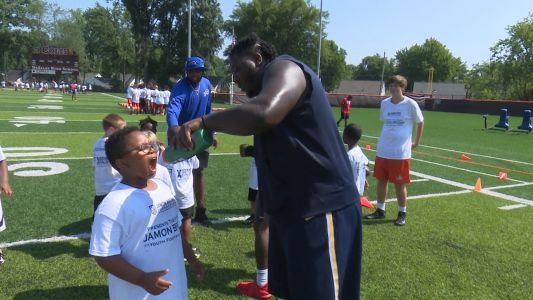 NFL player, Louisville native Jamon Brown holds free kids football camp