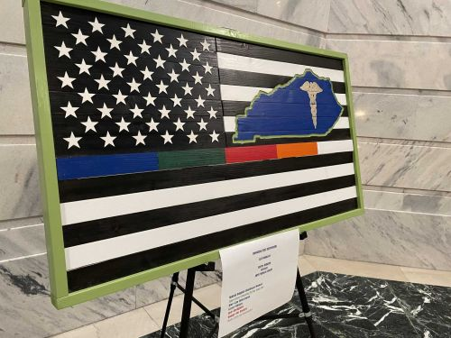 Kentucky veteran creates artwork to honor first responders, displayed at Kentucky Capitol building