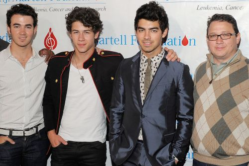 Jonas Brothers' father in remission after cancer battle
