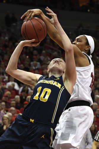 Louisville tops Michigan 71-50 to reach women's Sweet 16