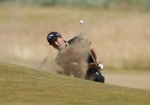 Kisner takes lead, Carnoustie holds its own at British Open