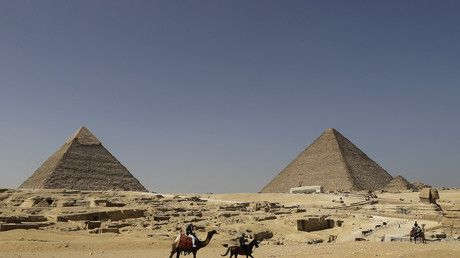 Porno pyramid posers: Egypt investigates nude couple PHOTO from iconic site
