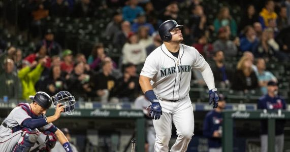 Back-to-back homers lift Mariners over streaking Twins in series finale