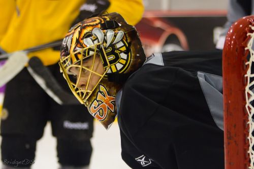 Tuukka Rask returns to practice with Bruins after leave of absence
