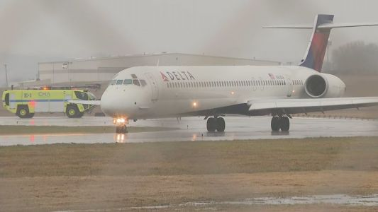 Delta flight from Milwaukee diverted to Chattanooga after reportedly being struck by lightning