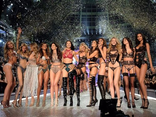 The big Victoria's Secret fashion show in China seems to be falling apart - now Katy Perry is out, too