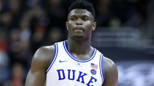 Duke star Zion Williamson rips shoe, suffers apparent leg injury vs. North Carolina