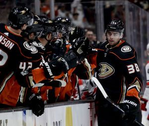 Jakob Silfverberg, Logan Shaw shoot Ducks past Carolina, 3-2