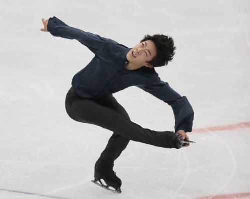 Chen holds on to win Rostelecom Cup and beat Hanyu