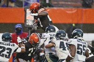 Browns survive without Garrett, down Eagles in steady rain