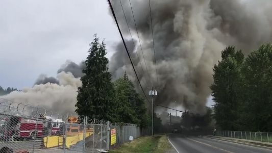 Scrap metal fire in Woodinville sending plumes of smoke over highway