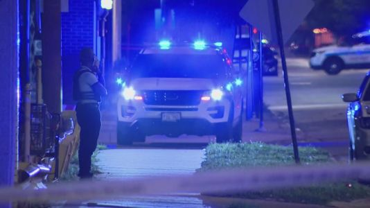 Man in custody after shootout with Chicago police in Chatham