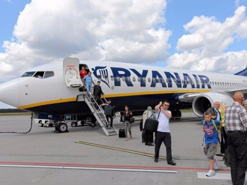 Ryanair is hiring 125 pilots to clean up its cancellations 'mess' - and could force 500 existing pilots to change holiday plans