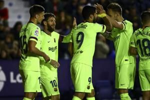 Messi scores hat trick to keep Barca 3 points clear in Spain