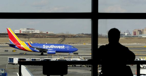 Southwest blames mechanics' union for surge in cancellations