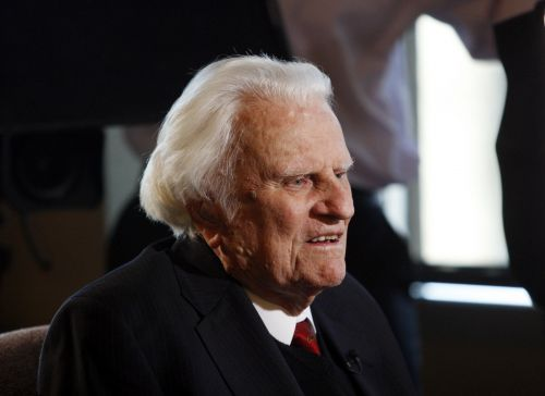 World reacts to passing of Rev. Billy Graham