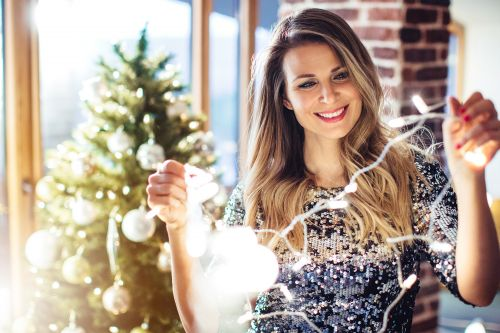 You'll be happier if you put up holiday decorations early: study