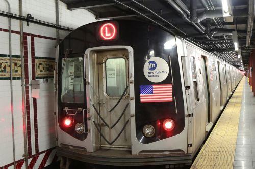 NYPD let lunatic beat up subway worker on train: suit