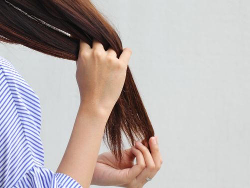 10 signs your hair is healthy, even if it doesn't feel like it