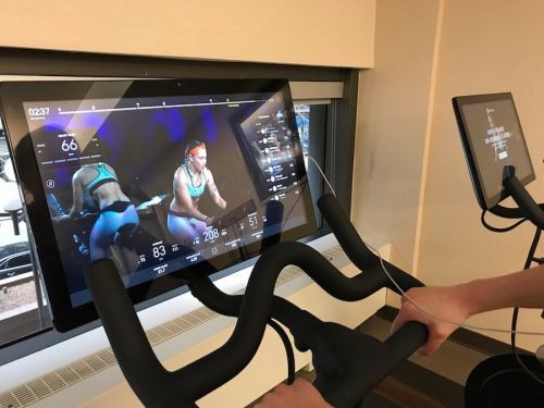 We compared workout classes from SoulCycle and billion-dollar startup Peloton - and the winner was clear