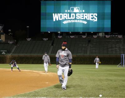 Indians set to move DH Santana into Wrigley's left field