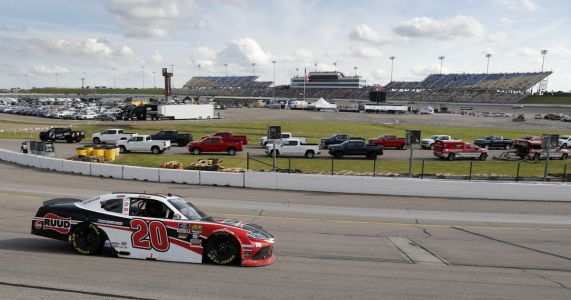 Bell wins at Iowa for 4th victory of 2019