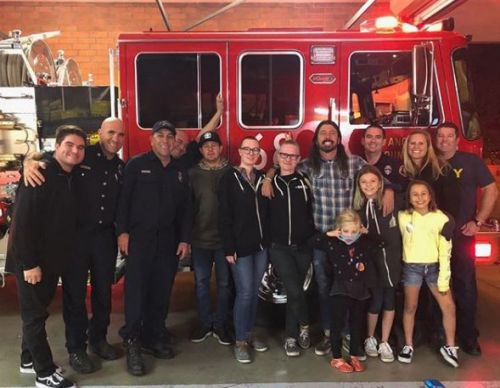 Foo Fighters' Dave Grohl serves BBQ to wildfire firefighters