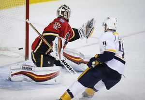 Ellis scores twice, Predators hold off late rally by Flames