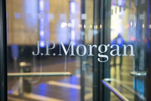 JPMorgan Chase beats estimates, but second quarter profits plunge