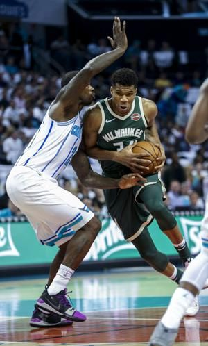 Antetokounmpo, Bucks hold off Hornets 'small ball' 113-112