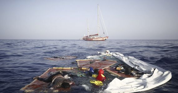 Migrant rescue ship docks in Spain's Mallorca