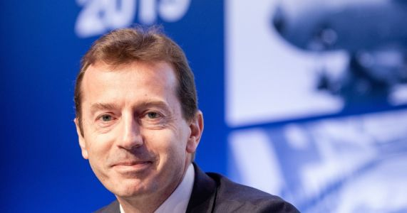 New Airbus leadership steps out in Paris Air Show, talks climate change and trashs Boeing