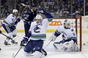 Perreault scores 2, Jets end skid with 5-1 win over Canucks