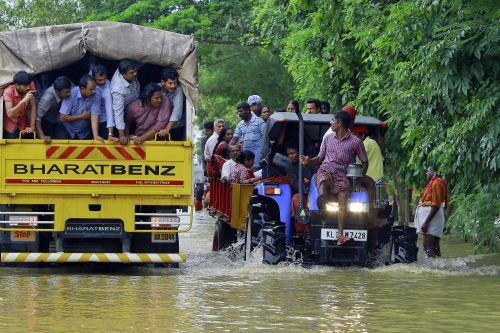 Thousands await rescue amid deadly floods in south India