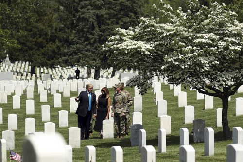 Trump makes unannounced visit to Arlington National Cemetery