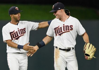 Forsythe Gets 5 Hits, Twins Outslug Tigers In 15-8 Win