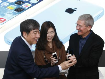 Apple's biggest problem is China, where iPhone sales may have fallen 20%