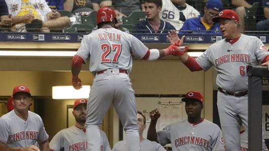 Shaw, Yelich power Brewers past Reds, 5-2