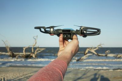 You Control This Tiny Drone Simply By Moving Your Hand