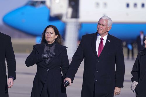 Pence returns to Indiana hometown as vice presidency ends