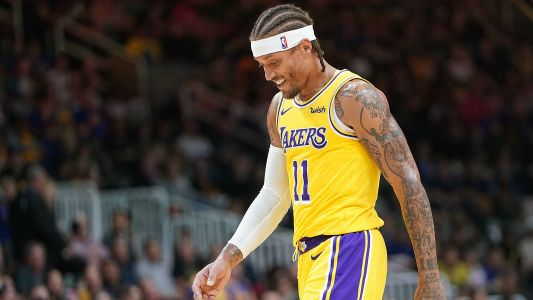 Lakers F Michael Beasley wears wrong shorts, forced to run back to locker room vs. Thunder