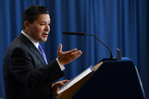 Group backing specialized high school exams calls Richard Carranza 'thin skinned'