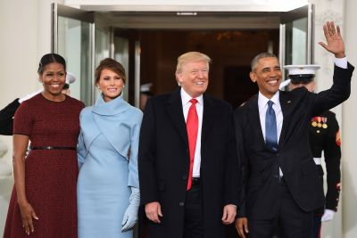 Obamas welcome Trumps at White House