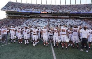 """Texas players stay on the field for """"The Eyes of Texas"""" song"""
