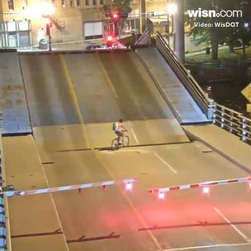 Video shows bicyclist falling into Wisconsin draw bridge gap