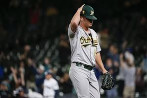 Herrmann homer lifts Mariners over A's, gives Astros AL West