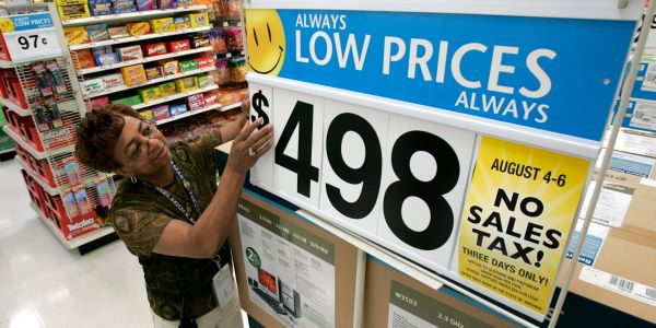 Walmart's massive surge just added billions to the Walton family's wealth - here's how much you'd have made if you invested $1,000 back in the day